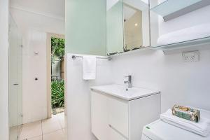 A bathroom at Two Bedroom Apartment Edwin Street