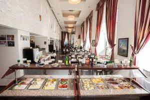 A restaurant or other place to eat at Europa Royale Bucharest