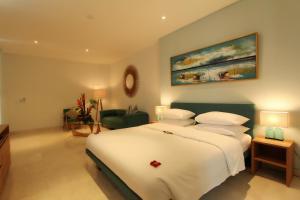 A bed or beds in a room at AQ-VA Hotel & Villas Seminyak