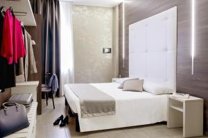 A bed or beds in a room at Ibis Styles Milano Centro