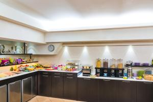 A restaurant or other place to eat at Ibis Styles Milano Centro