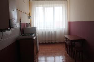 A kitchen or kitchenette at Apartment on Lermontova 35a