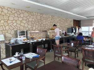 A restaurant or other place to eat at Hotel Orquidea
