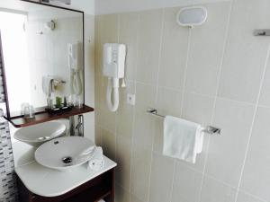 A bathroom at Massilia hôtel