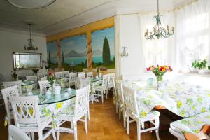 Ein Restaurant oder anderes Speiselokal in der Unterkunft Hotel Seibel