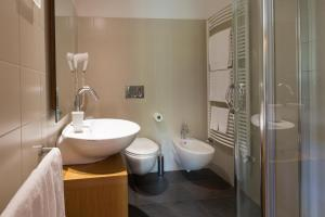 A bathroom at Hotel Meublè Sertorelli Reit