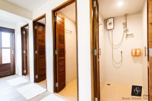 A bathroom at Baan Heart Thai