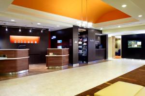 The lobby or reception area at Courtyard Altoona