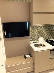 A television and/or entertainment center at Flats Jaqueira Prime