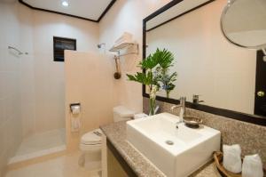A bathroom at Sea Wind Resort