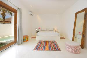 A bed or beds in a room at The Apartments Canggu