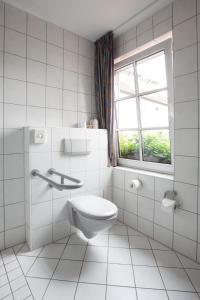 A bathroom at Hotel Reussischer Hof
