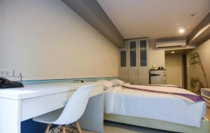 A bed or beds in a room at iSanook Bangkok