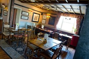 A restaurant or other place to eat at Innkeeper's Lodge Rugby, Dunchurch