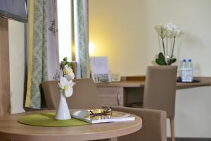 Ein Restaurant oder anderes Speiselokal in der Unterkunft Hotel Haus Neugebauer BB