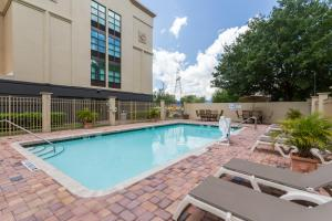 The swimming pool at or close to Wingate by Wyndham - Universal Studios and Convention Center