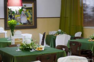 A restaurant or other place to eat at Aimores Palace Hotel