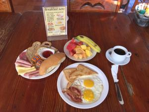 Breakfast options available to guests at Hotel Voramar