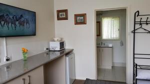 A kitchen or kitchenette at Daylesford Central Motor Inn