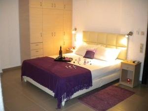 A bed or beds in a room at Katerina Studios & Apartments