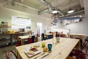 A restaurant or other place to eat at Koba Hostel