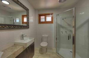 A bathroom at Fraser Island Retreat
