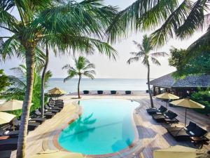 Basen w obiekcie Kuredu Island Resort & Spa lub w pobliżu