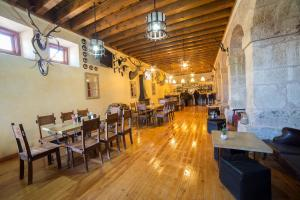 A restaurant or other place to eat at Hotel San Antón Abad