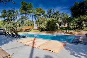 Piscine de l'établissement Sweet lodges Aix en Provence ou située à proximité