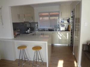 A kitchen or kitchenette at Balmoral Retreat