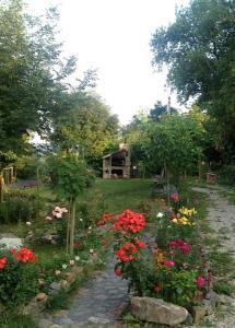 Jardin de l'établissement Bed & Breakfast Orli Hnizdo