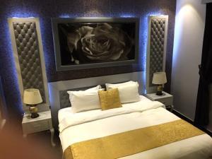 Cama ou camas em um quarto em Taleen AlSahafa Hotel Apartments