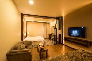 Uma área de estar em Lily Hotel Suite Mubarraz