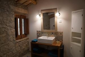 A bathroom at Mas Roca Del Mill