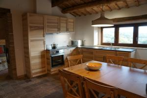 A kitchen or kitchenette at Mas Roca Del Mill