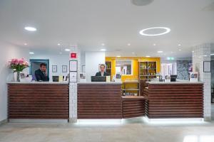 The lobby or reception area at Best Western Plus London Croydon Aparthotel