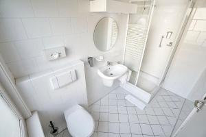 A bathroom at Amrâth Hotel Media Park Hilversum