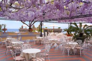 Restaurant ou autre lieu de restauration dans l'établissement Grand Hotel Capodimonte
