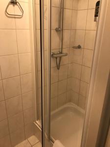 A bathroom at Gasterij Berg en Dal
