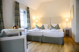 A bed or beds in a room at Wegermann`s BIO-Landhaus im Wodantal