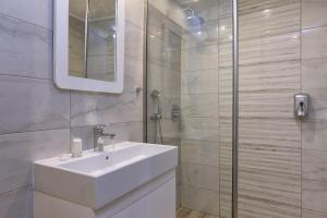 A bathroom at Vasia Ormos Hotel (Adults Only)