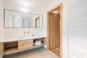 A bathroom at Hotel & Restaurant Rupertigau