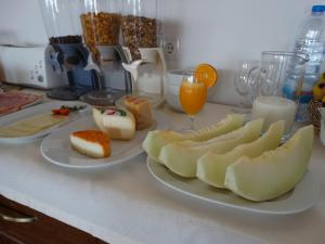 Breakfast options available to guests at Falésias da Arrifana