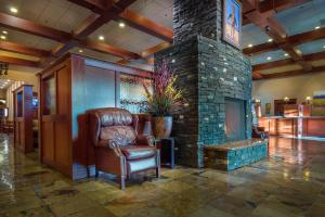 The lobby or reception area at Deerfoot Inn and Casino