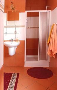 A bathroom at Hotel Miły