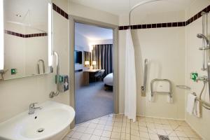 A bathroom at Jurys Inn London Watford