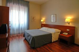 A bed or beds in a room at Hotel Monteverde e Austria