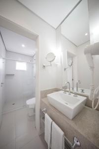 Um banheiro em The Falls Hotel