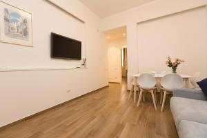A television and/or entertainment centre at Salerno Prestige Apartment