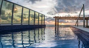 A piscina localizada em Baía Branca Porto de Galinhas ou nos arredores